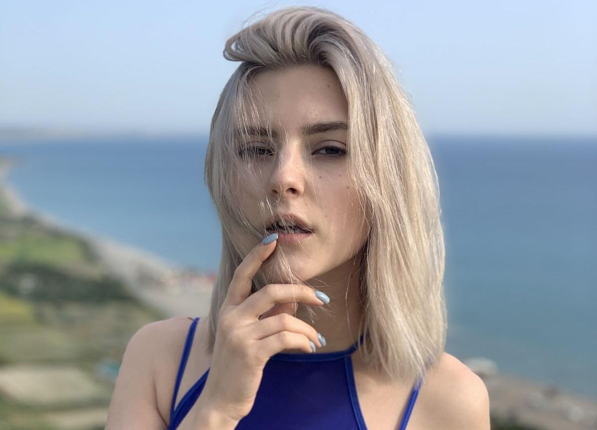 Eva Elfie Contact